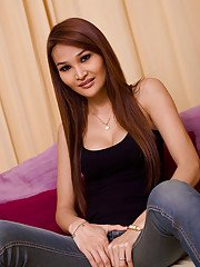Ladyboy Paris Blue Jean Queen