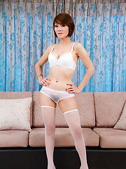 Solo Asina tranny Rucy strikes up sexy pose in white panties and heels