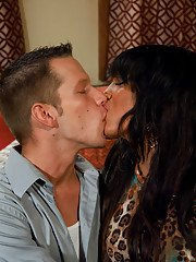 Asian Yasmin Lee kisses her cute boyfriend and fucks his throat