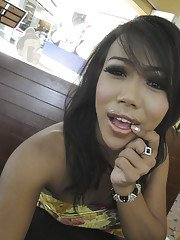 Beautiful Asian shemale Net showing of her pretty face and legs