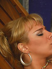 Tall Latina shemale Valkiria Drumond tongue kissing a man and taking anal