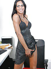 Curvy Latina shemale Kawanna Di Prado giving and receiving bj in the office
