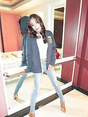 Hot Thai tranny Namnueng looks good in jeans even better without them