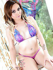Sultry trannies Hiney Foxxx B and Luna Rose modeling in bikinis outdoors