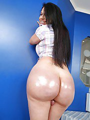 Chunky Latina tranny Nicole Montero showing off her big fat ass