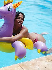 Busty Brazilian shemale Lohane Silva masturbating in swimming pool