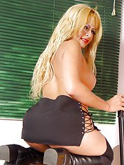 Busty blond solo tranny Andreia Yvanovitch flashing large cock in stockings